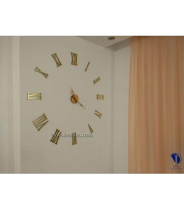 نمونه نصب شده ساعت دیواری عدد یونانی رنگ طلایی با عقربه کلاسیک